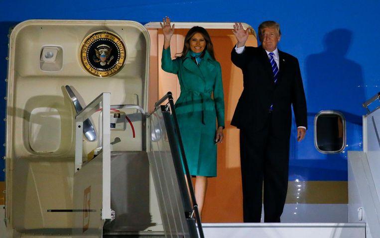 Melania en Donald Trump bij aankomst in Warschau. Beeld reuters