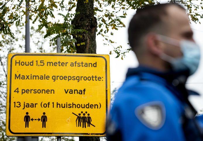 Een buitengewoon opsporingsambtenaar (boa) houdt toezicht. Foto ter illustratie.