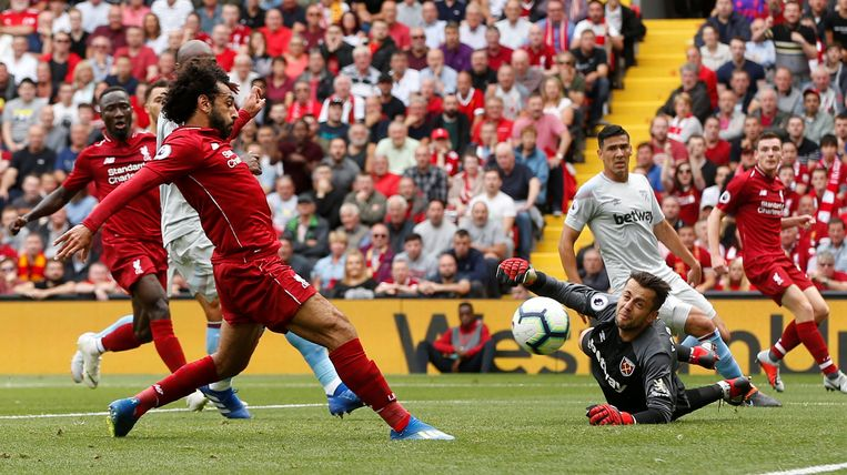 Mo Salah werkt de 1-0 binnen.