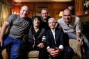 VLNR: Jean-Paul Heck, Ron Wood, geluidsman Leo Bolkhuis, Charlie Watts en Leo Blokhuis.