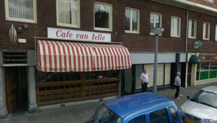 Het Café Van Belle aan het Mosplein dat nu gekraakt is. Beeld Google Maps