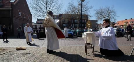 Eindhovense priesters op tournee: 'Is de kerk dicht, dan komt Christus naar buiten'