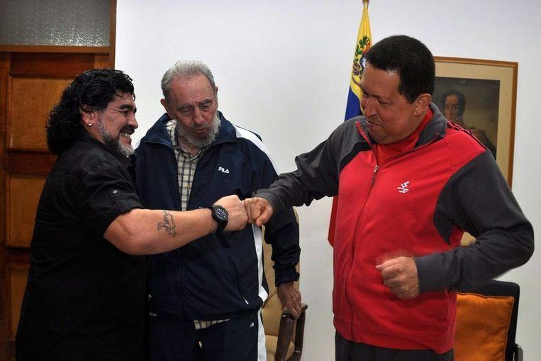 Diego Maradona ontmoet Fidel Castro en Hugo Chávez, juli 2011 in Havana, Cuba. Beeld epa