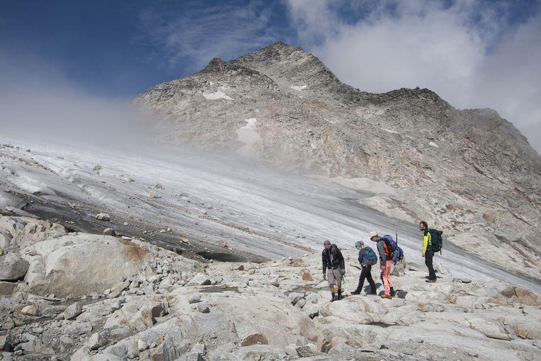 Vrijwilligers onderweg in het Maltatal in Oostenrijk voor de Gletschervermessung. Beeld Ernst Arbouw
