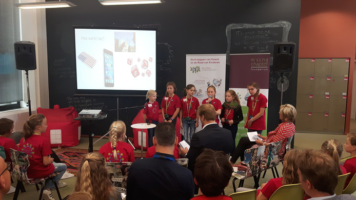Groepjes kinderen van basisschool Wittering presenteerden hun ideeën.