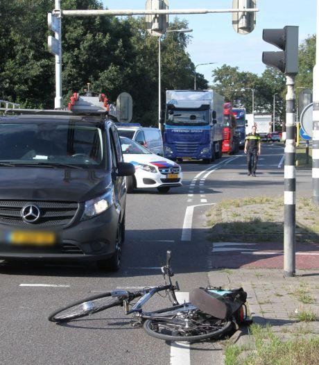 Ommerweg nabij Raalte was tijdelijk dicht na ongeluk met fietser en bedrijfsbus
