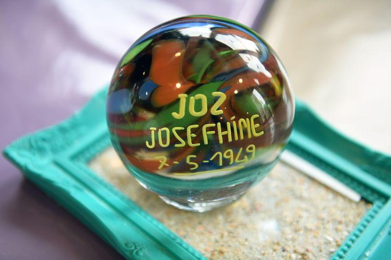 Maria Engelen en Gummarus Croonenborghs kregen deze glazen bol voor hun huwelijk in 1949. Ze stonden bekend als Joz en Josefhine.