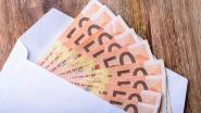 Vrouw (72) verliest envelop met 450 euro, eerlijke vindster geeft hem netjes terug