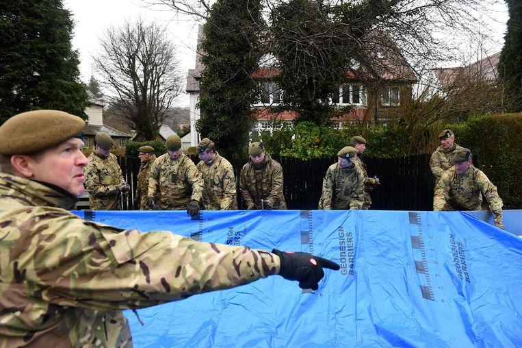 Het leger wordt op diverse plaatsen ingezet, zoals hier in het stadje Ilkley in het Engelse graafschap West-Yorkshire.