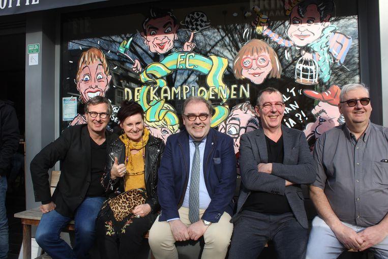 Jan Verheyen, Loes Van Den Heuvel, burgemeester Christoph D'Haese, Herman Verbruggen en Herman Schelfout.