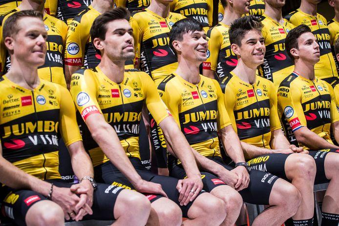 De toppers van Jumbo-Visma bij de teampresentatie, met (vlnr) Steven Kruijswijk, Tom Dumoulin Primoz Roglic, Wout van Aert  en Dylan Groenewegen. Kruijswijk, Dumoulin en Roglic gaan alledrie als kopman naar de Tour.