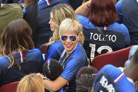 Op het veld was er weinig te zien, gelukkig compenseerde Isabelle Matuidi dat in de tribunes.