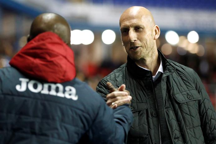 PEC Zwolle heeft Jaap Stam, sinds zijn ontslag bij Reading werkloos, in het vizier als opvolger van Van 't Schip.