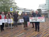 Actiegroep overhandigt 3.500 handtekeningen om Bravis in Bergen op Zoom te houden