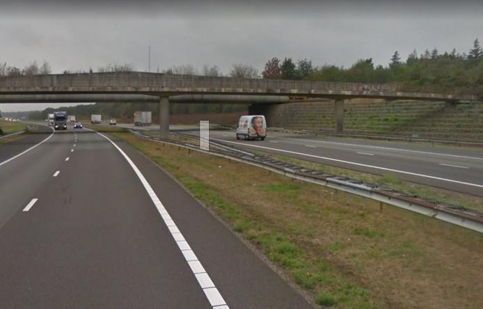 Fietsbrug De Wakels over de A1 bij Rijssen wordt gesloopt. Eind februari 2020 is de nieuwe fietsbrug gereed.
