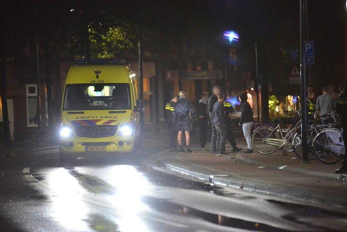 De automobilist reed in op een groep mensen in Rijsbergen en is daarna gevlucht.