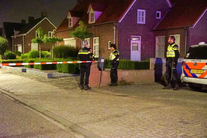 De woning aan de Fabrieksstraat in Budel die in de nacht van zondag op maandag meerdere keren werd geraakt door kogels.
