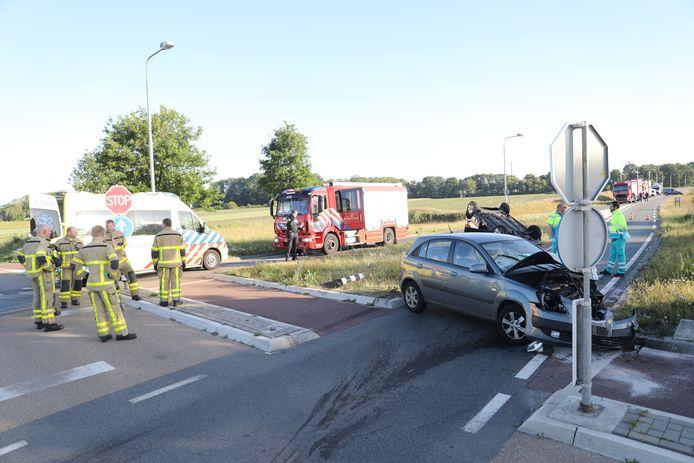 Bij een aanrijding op de kruising Zuukerenkweg met de Meent in Epe zijn vanmorgen twee mensen gewond geraakt.