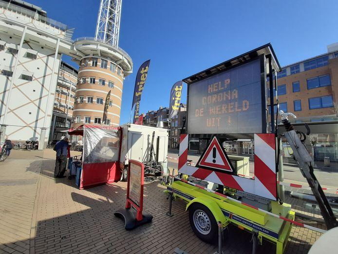 Nieuwe teksten op de matrixbord en aandacht voor de looproutes; de gemeente Apeldoorn wil de waakzaamheid op de markt vergroten.