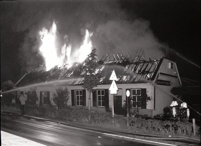 In september 1986 brandde de populaire discotheek Chadouf bij de Beekse brug in Beek en Donk af. Het pand is nooit meer herbouwd.