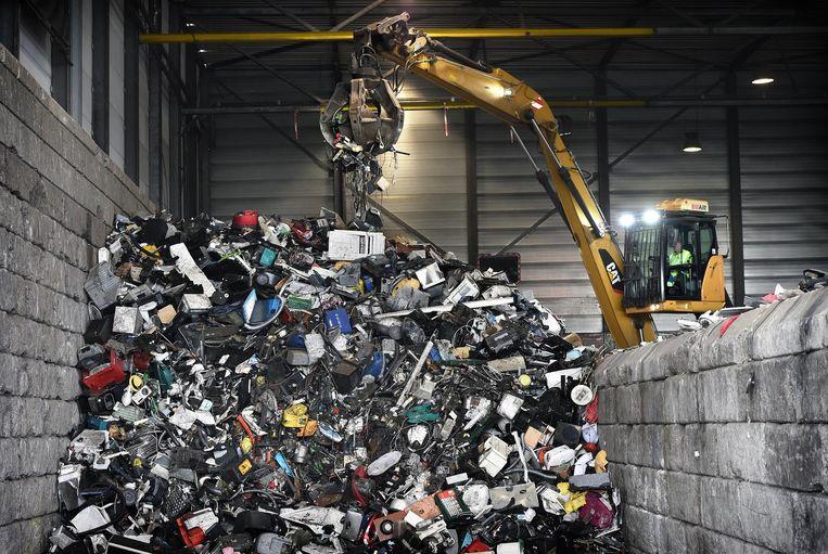 Afvalrecycling in Eindhoven. Beeld Marcel van den Bergh / de Volkskrant