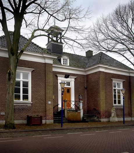 Oude Raadhuis in handen eigenaren Onze Kerk: plannen voor snoepwinkeltje en bed & breakfast
