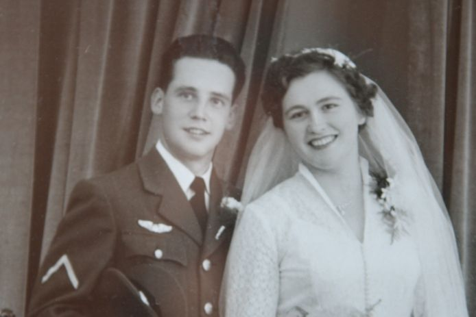 het echtpaar Vermeulen-Blokland bij hun trouwen in 1955.