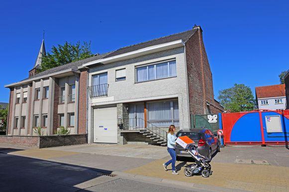 De gebouwen van de familie De Raes in het dorpscentrum van Teralfene ruimen plaats voor een gemeenschapszaal.