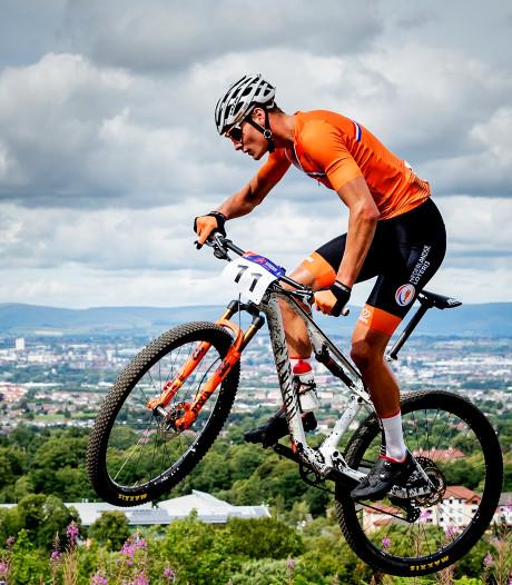 Voorlopig geen nieuwe regenboogtrui voor Van der Poel: WK mountainbike uitgesteld