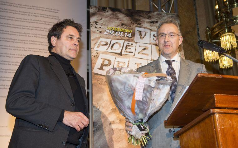 De dichter Antoine de Kom (links) won vorig jaar de prijs voor de beste Nederlandstalige dichtbundel. Beeld null