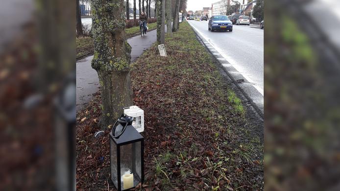 In de berm van de Amsterdamsestraatweg zijn kaarsjes geplaatst, vlak bij de plek waar een 15-jarige maaltijdbezorger werd geschept door een auto.