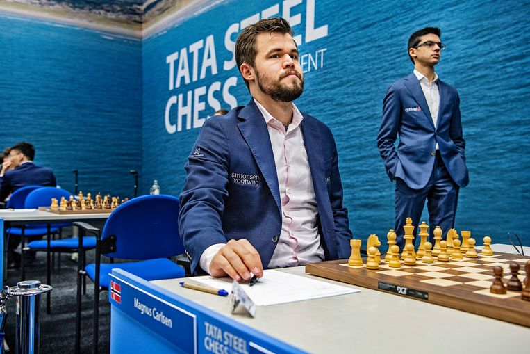Wereldkampioen Magnus Carlsen wacht op Anish Giri in Wijk aan Zee. Mag Giri hem later uitdagen voor de wereldtitel? Beeld Guus Dubbelman / de Volkskrant
