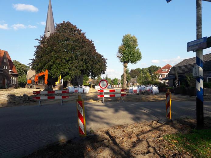 Het Dorpsplein in Riethoven wordt vanaf deze week heringericht.