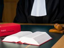 Eis: 2 jaar cel voor bejaarde Apeldoorner wegens misbruik kleinkind. 'Ik verdien straf, huppekee'