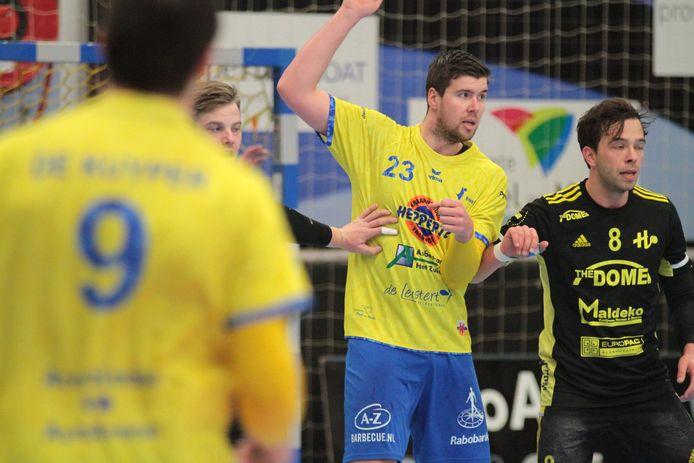 Handballer Niek Jordens uit Mill (23) in actie namens Bevo.