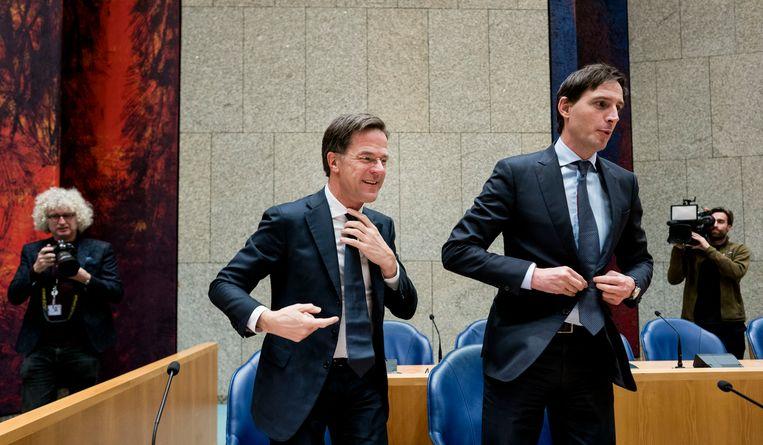 Premier Mark Rutte en Minister Wopke Hoekstra van Financiën staan in het zuiden van Europa bekend als vrekken. Veel Nederlanders waarderen hun houding echter. Beeld Freek van den Bergh