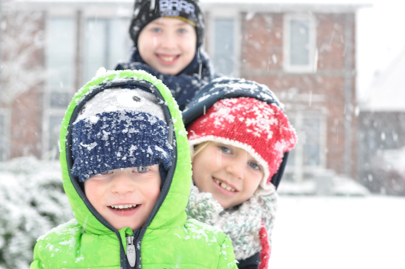 Kinderen vermaken zich optimaal in deze witte wereld.