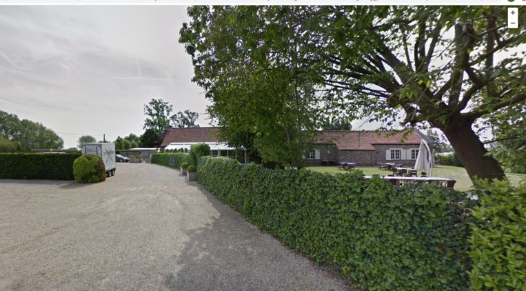 De leden van Viruswaanzin.be houden een vergadering in zaal Ten Dauwe in Aalter.