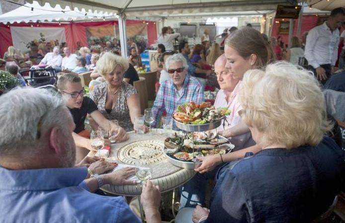 De 1e editie van Arnhem Proeft werd druk bezocht.