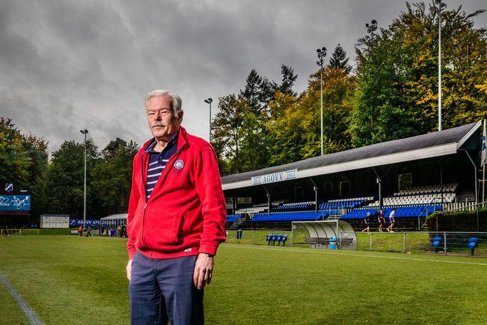 Gerrit Kerssen is misschien wel dé clubicoon van AGOVV. Al vijftig jaar is hij lid, het volledige clubarchief ligt opgeslagen in zijn slaapkamer en hij was jarenlang elftalleider.