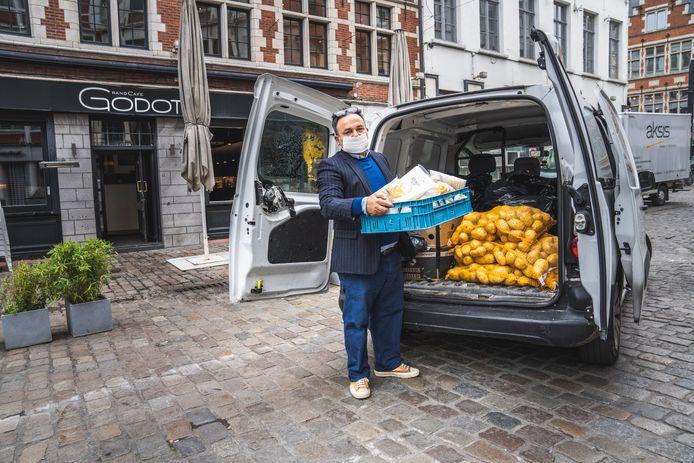 Restaurant Godot schenkt de voedselvoorraad weg