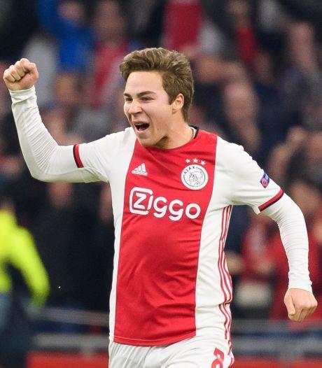 Ajax laat Eiting speelminuten maken bij Huddersfield Town