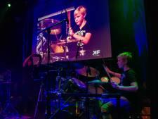 Leerlingen van drumdocent Ralph de Jong treden op: 'Ze rammen hun zenuwen eruit'