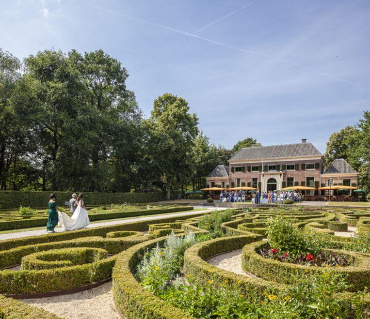 2. Het Park en Het Heerenhuys: Het grote park, een rijksmonument tussen Veerhaven en Euromast, moet volgens Pijbes worden verbeterd. 'Dit kan het mooiste park van Europa worden.' Droom en Daad heeft al bijgedragen aan de restauratie van Het Heerenhuys in het hart van Het Park, ook een rijksmonument. 'Daar komen met onze steun ook concerten op zondagmiddag.' Beeld Harry Cock