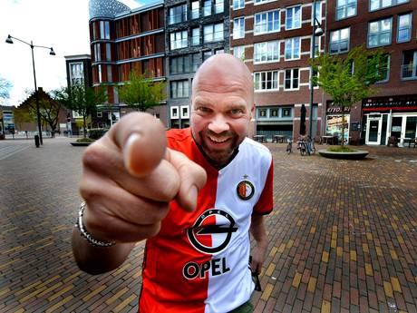 Veenendaalse Feyenoord-fan speelt alvast trompet op de Coolsingel