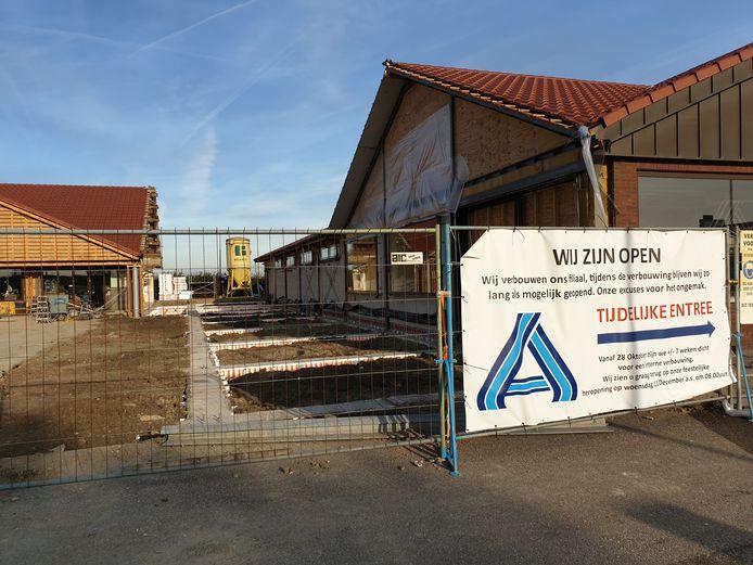 Aldi Fijnaart houdt de deuren zo lang mogelijk open ondanks de werkzaamheden.