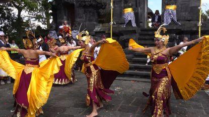 400 Balinezen vieren feestdag in dierenpark Pairi Daiza