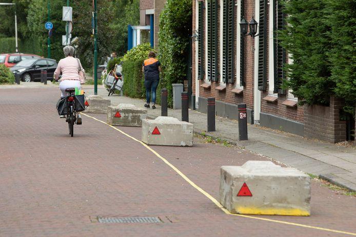 Road blocks in centrum Baarn.