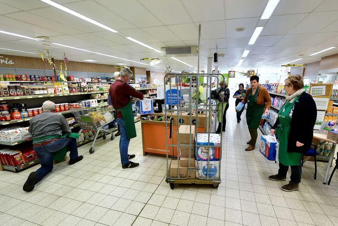 Ook Super de Buurt te Heerle doet mee aan Wouw helpt Wouw!