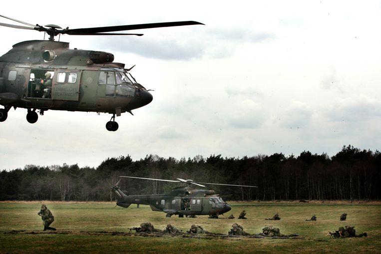 Een demonstratie van een militaire eenheid in Schaarsbergen. Beeld ANP